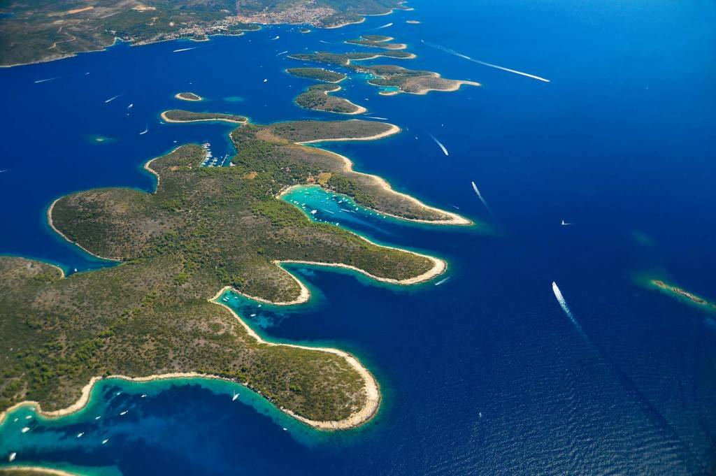 Daily Boat Excrusions From Split To Hvar And Pakleni Islands